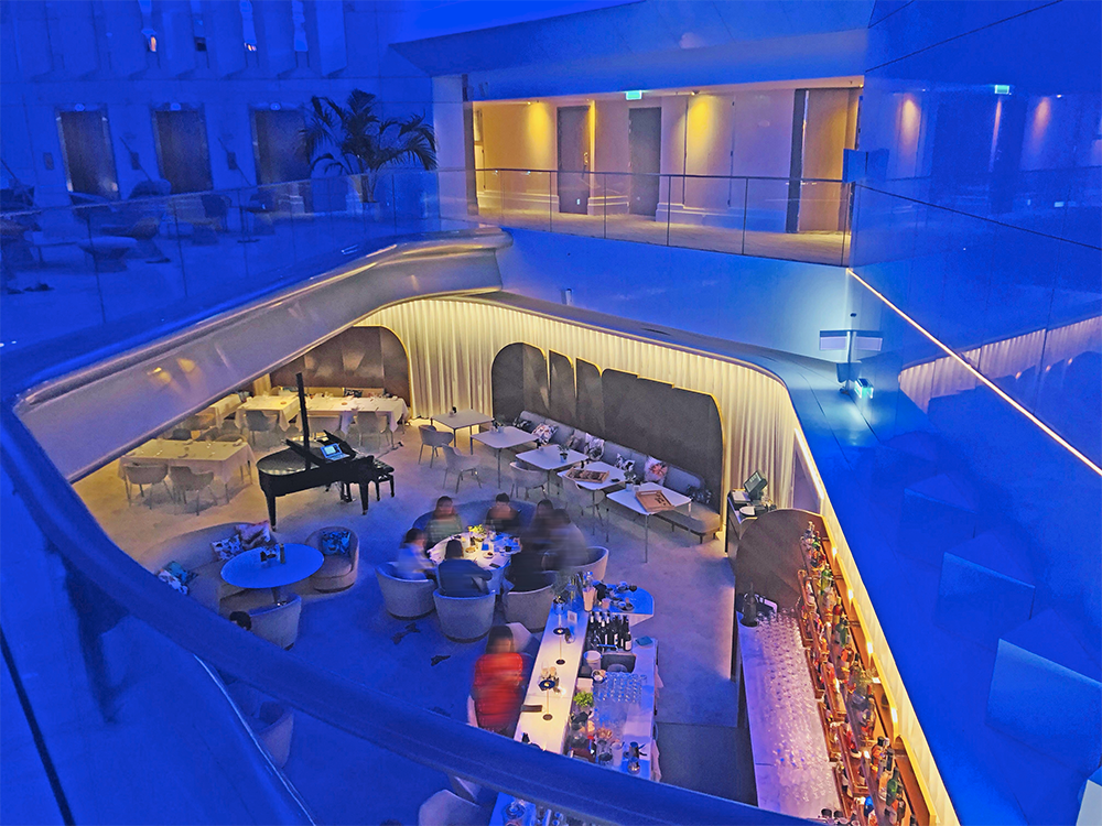 Corniche restaurant---Corian Mariott Cannes - solutions agencement